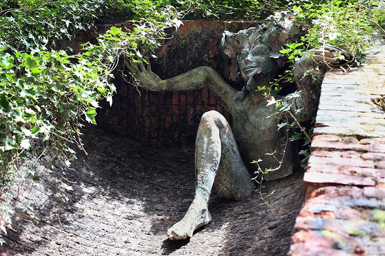 Parkland Walk sculpture by Marilyn Collins (photo by Karolina Urbaniak)