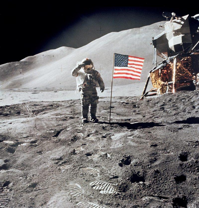 flag-moon